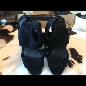 Kenneth Cole sandals